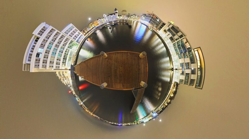 Fotografía 360° en forma de planeta mostrando el panorama de phoenix lago en la noche