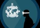 persona haciendo un recorrido por el mundo sin moverse utilizando gafas de realidad virtual