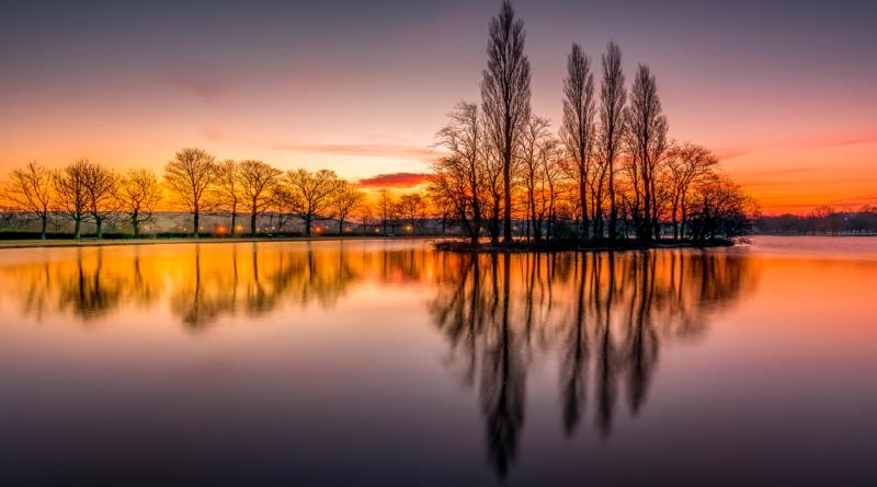 Foto al lago de Pontefract con el efecto de la hora dorada